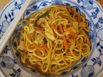 Asiatische Nudeln mit Hähnchenbrustfilet, Gemüse und Ei - Rezept - Bild Nr. 2