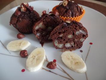 Bananen -Schokoladen-Muffins mit Kakao-Puderzucker-Glasur und Haselnüssen - Rezept - Bild Nr. 11258