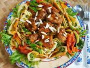 Bunte Fusilli mit Schweinefleisch und frittierten Brokkoli - Rezept - Bild Nr. 2