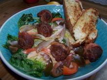 Bunter Salat , mit gerösteten Kartoffelbrot u. Hackbällchen - Rezept - Bild Nr. 2