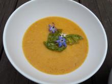 Gelbes Tomatensüppchen mit frittiertem Basilikum - Rezept - Bild Nr. 2