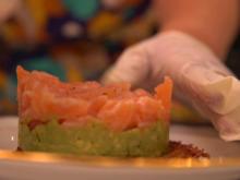 Türmchen vom Lachs auf Avocadobeet und Rösti - Rezept - Bild Nr. 2