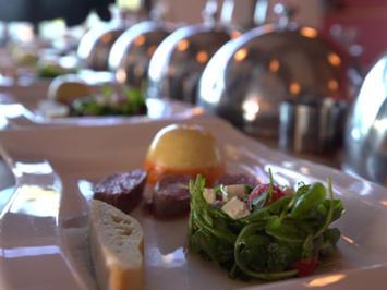 Lamm mit Parpika-Panna-Cotta und Rucola-Melonen-Salat - Rezept - Bild Nr. 2