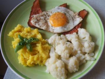 Gebräunter Leberkäse mit Spiegelei, Blumenkohl und Kartoffelstampf - Rezept - Bild Nr. 2