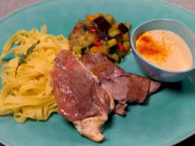 Zweierlei Saltimbocca mit Nudeln, Zitronen-Weißwein-Soße und Sommergemüse - Rezept - Bild Nr. 2