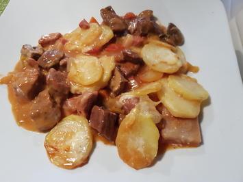Ofen-Gulasch mit Kartoffel-Käse-Haube - Rezept - Bild Nr. 2