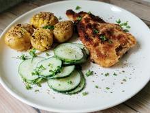 Schnitzel, Kartoffeln und Gurkensalat - Rezept - Bild Nr. 3