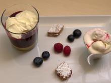 Beerenvariationen mit Eierlikörcreme und Buttergebäck - Rezept - Bild Nr. 2