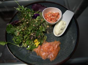 Duett vom Lachs mit Wildkräutersalat - Rezept - Bild Nr. 2