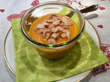 Apfel-Kürbissuppe mit gerösteten Mandeln - Rezept - Bild Nr. 2