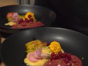 Rotes Beeren Eis mit Tonkabohnen Sabayon und Zitrusfrucht-Kompott - Rezept - Bild Nr. 2