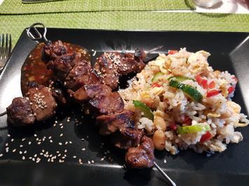 Asiatische Fleisch-Spieße, Reissalat und Sweet-Chili-Soße - Rezept - Bild Nr. 2
