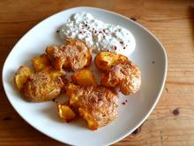 Smashed Potatoes mit Kräuter-Quarkcreme - Rezept - Bild Nr. 2