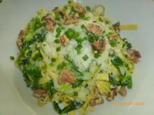 Tagliatelle mit Wirsing, Thymian-Parmesan-Sauce und Walnüssen - Rezept - Bild Nr. 2