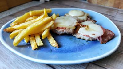 Schwarzwälder Schnitzel mit Pommes - Rezept - Bild Nr. 2