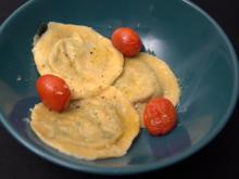 Selbstgemachte Ravioli in Salbeibutter mit geschmolzenen Tomaten - Rezept - Bild Nr. 2
