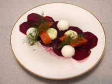 Selbst gebeizte Lachsforelle auf Rote Beete-Bett an Meerrettich Panna Cotta und Honig-Senf - Rezept - Bild Nr. 3