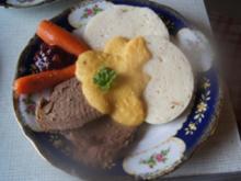 Tafelspitz mit Sauce à la Svieckova, Böhmschen Knödeln , Honig-Möhren und Preisebeeren - Rezept - Bild Nr. 2