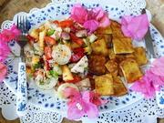 Türkischer Hirtensalat mit gebratenen Fischfiletstücken - Rezept - Bild Nr. 2