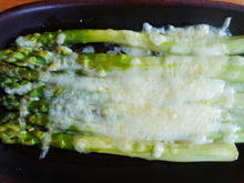 Überbackener grüner Spargel - Asparagi alla parmigiana - Rezept - Bild Nr. 2