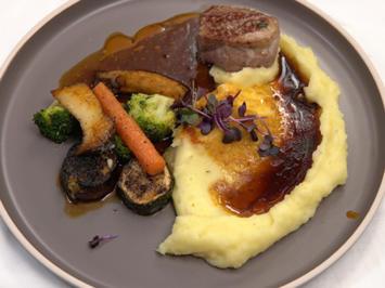 Kalbsfilet mit Kartoffelpüree und Gemüse - Rezept - Bild Nr. 2
