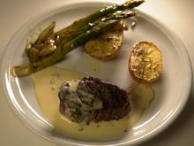 Rinderfilet mit grünem Spargel, Rosmarinkartoffeln und Sauce Bernaise - Rezept - Bild Nr. 3