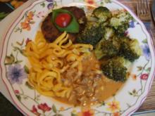 Rindfleischfrikadelle mit Steinpilz-Rahmsauce, Brokkoli und Spätzle - Rezept - Bild Nr. 2