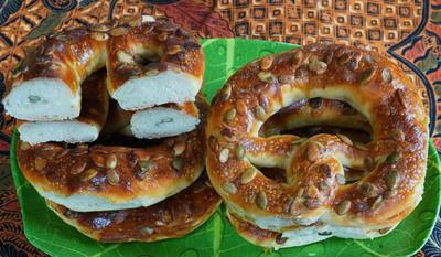 Ravensburger Laugenbrezeln mit Kürbiskernen - Rezept - Bild Nr. 2