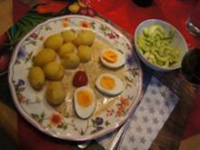 Eier in Senfsauce mit Chinesischen-Gurkensalat und Pellkartoffel-Drillingen - Rezept - Bild Nr. 2
