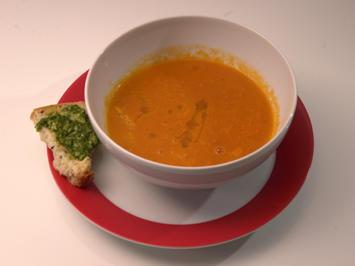 Tomatensuppe mit Orangenfilets, selbstgemachtem Brot und Basilikumpesto - Rezept - Bild Nr. 2