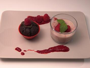 Himbeer-Schoko-Muffin mit einer Himbeer-Kokos-Creme - Rezept - Bild Nr. 2