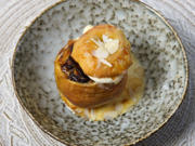 Bratapfel mit Nuss-Frucht-Füllung an Vanilleeis - Rezept - Bild Nr. 2