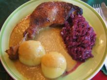 Gänsekeulen und Gänsebrust mit Sauce, Rot-kohl süß-sauer und Fränkischen Klößen - Rezept - Bild Nr. 2