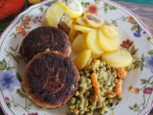 Karpfenbuletten mit Erbsen und Möhren und gebratenen Fränkischen Klößen - Rezept - Bild Nr. 2