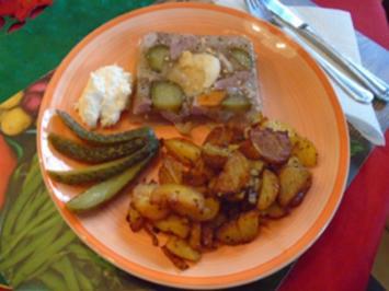 Schweinshaxen-Sülze mit herzhaften Bratkartoffeln - Rezept - Bild Nr. 2