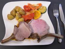 Crownroast vom Iberico-Karree mit Kräuterkartoffeln und Pfannengemüse - Rezept - Bild Nr. 2