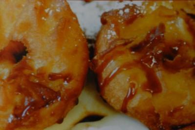 Apfelringe in Backteig mit Vanilleeis - Rezept