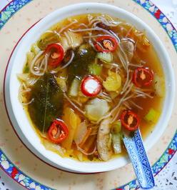 Scharfe Hühnersuppe mit Garnelen, Pilzen und Glasnudeln - San Xian Tang - Rezept - Bild Nr. 2