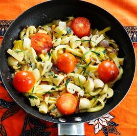 Kokosnudelpfanne mit Pilzen und Tomaten - Rezept - Bild Nr. 2