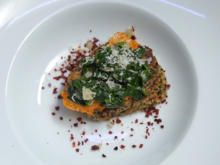 Dreifarbige Leckerei getoppt mit Spinat und Parmesankräcker - Rezept - Bild Nr. 2