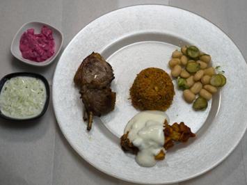 Lammkoteletts mit allerlei Gemüse, Knoblauchsoße und Tomatensud - Rezept - Bild Nr. 2