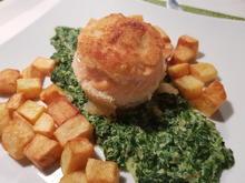 Lachsforellenfilet-Röllchen auf Rahmspinat mit Kartoffelwürfeln - Rezept - Bild Nr. 13070