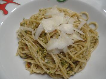 Pasta mit Tomaten-Kräuter-Pesto - Rezept - Bild Nr. 13521