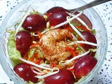 Blattsalat mit Shrimps und Früchten - Rezept - Bild Nr. 2