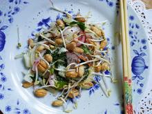 Thailändischer Kohlsalat mit Radieschen und Erdnüssen - Rezept - Bild Nr. 2