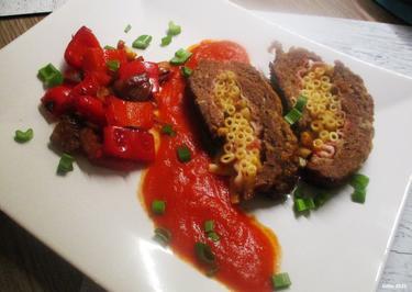 Hackfleischrolle mit Nudelfüllung und Tomatensoße - Rezept - Bild Nr. 2