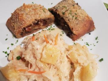Kartoffel-Strudel mit Blut- und Leberwurst-Füllung und Ananas-Rahm-Kraut - Rezept - Bild Nr. 13662