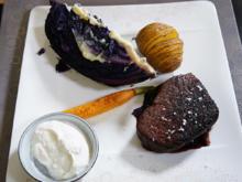 Rinderfilet vom Weiderind mit Rotweinschalottenjus, Möhren, Rotkohl und Kartoffeln - Rezept - Bild Nr. 13662
