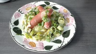 Kartoffelbrei mit Porree-Gemüse und Bockwurst - Rezept - Bild Nr. 13776