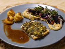 Selleriesteak mit würziger Haube, Herzogin-Kartoffeln und Gemüse der Saison - Rezept - Bild Nr. 13777
